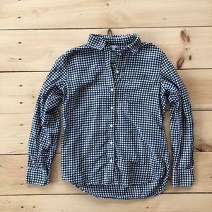 Flannel button down *SMOKE FREE HOME